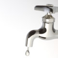 蛇口水漏れの応急処置!水栓別の修理方法も解説!