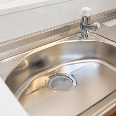 キッチンの排水溝をきれいにしよう!掃除方法やつまったときの対処法は?