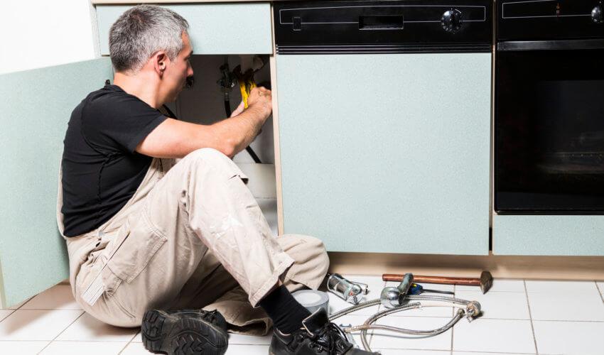 キッチンのつまりの原因は?自分でできる対処法と注意点を知ろう!