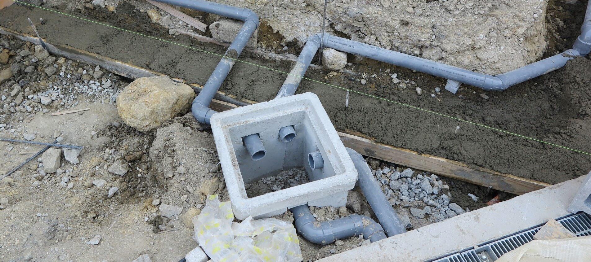 屋外排水・水栓柱の水漏れ、つまりなど水まわりのトラブルはザットマンにお任せください
